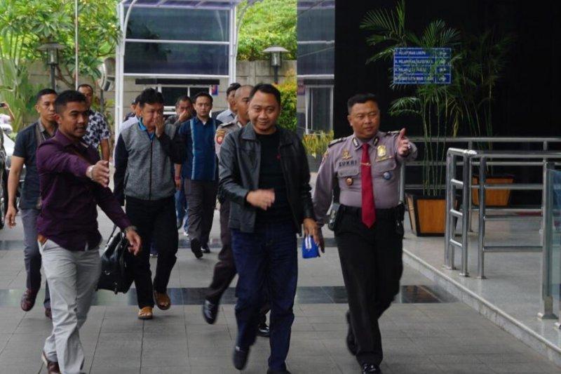 Bupati Lampung Utara tiba di gedung KPK