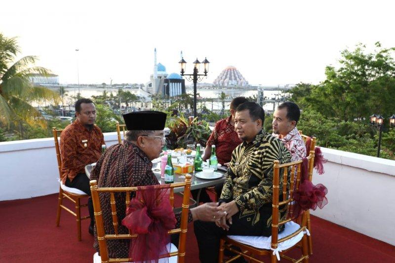Wapres Jusuf Kalla sarankan Pemkot Makassar kembangkan sektor perdagangan dan jasa