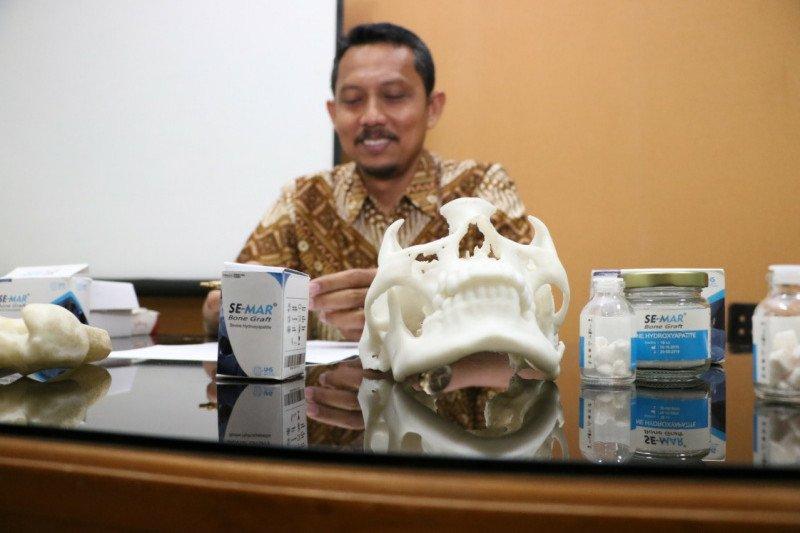 Dosen UNS menemukan materi pengganti tulang rusak lokal