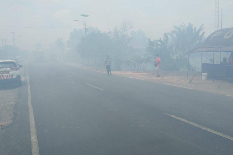 Kebakaran hebat  di Jalintim Mesuji Lampung  Perbatasan Provinsi Sumatera Selatan /Antaranews Lampung com   Foto Raharja