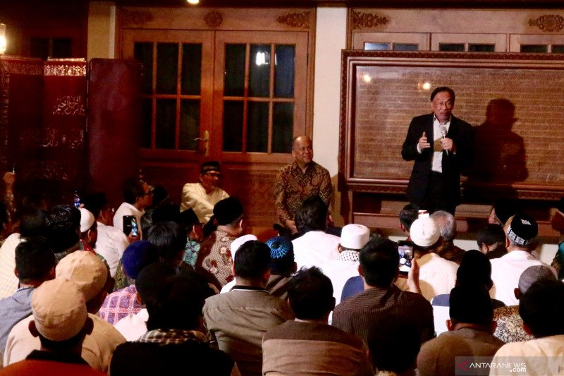 Anwar Ibrahim:  teladani cara BJ Habibie jaga kerukunan keluarga