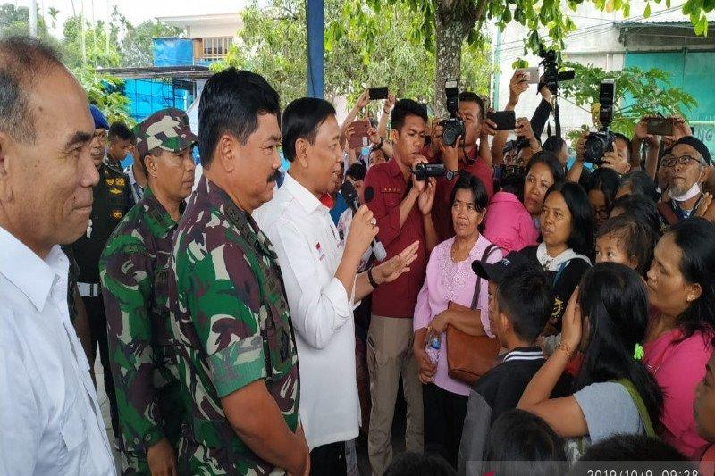 Menkopolhukam melepas 107 pengungsi Wamena pulang ke Makassar