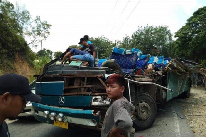 Enam orang tewas dalam kecelakaan maut di Kuantan Singingi