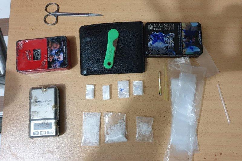 Berusaha melawan, polisi tembak kaki pengedar narkoba