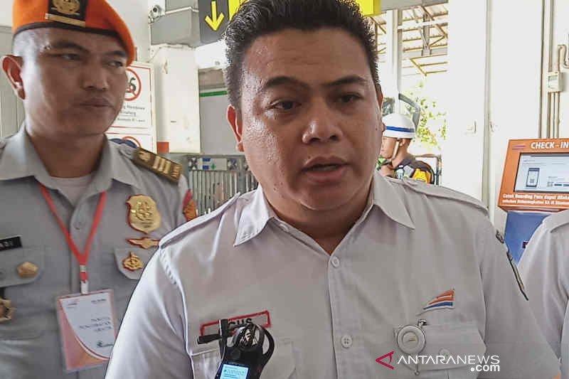 KAI Cirebon imbau warga tak melempari gerbong kereta api
