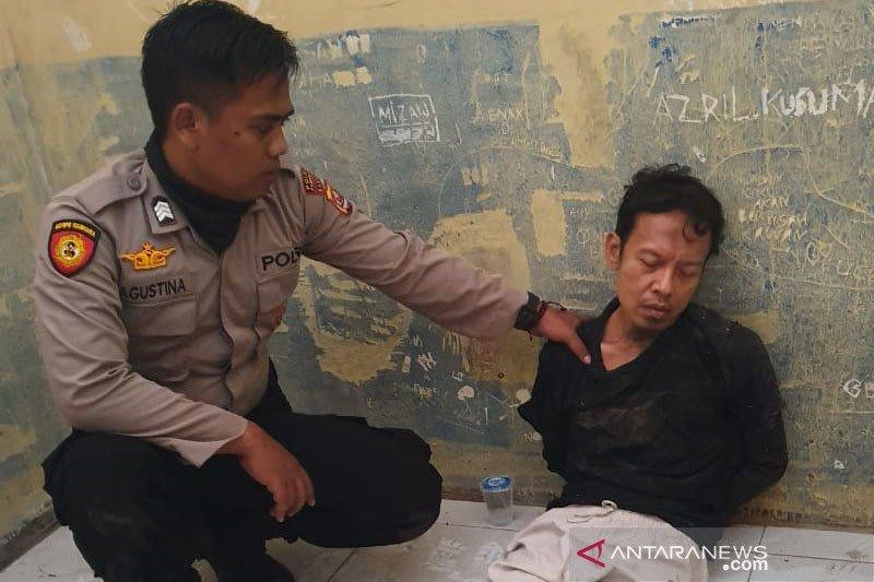Selain taat beribadah, pelaku penusukan Wiranto dikenal jago IT