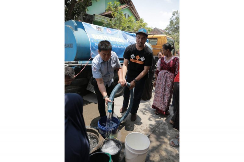 Semen Gresik guyur air bersih untuk warga empat desa di Kudus