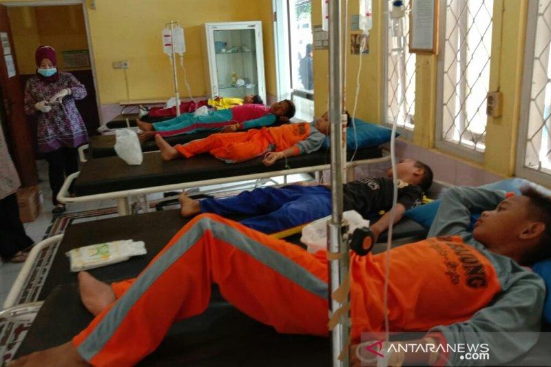 Siswa keracunan umbi gadung dirawat intensif di Puskesmas
