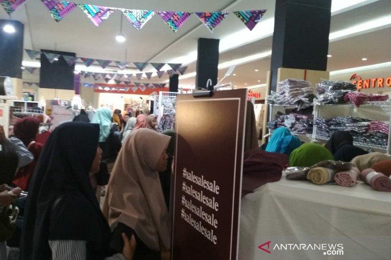 ACT  ajak pengunjung Hello Market galang kepedulian