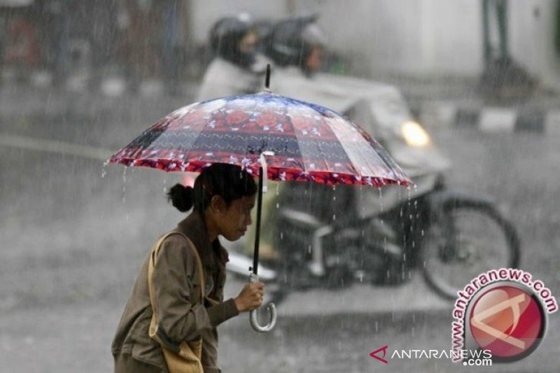 Sejumlah daerah di Sumbar berpotensi hujan lebat disertai kilat tiga hari ke depan