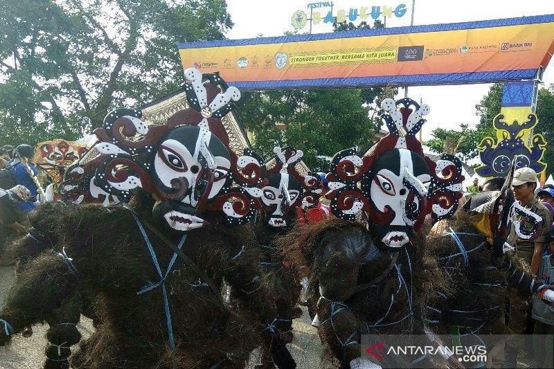 Delapan luha meriahkan Karnaval Topeng Bukung