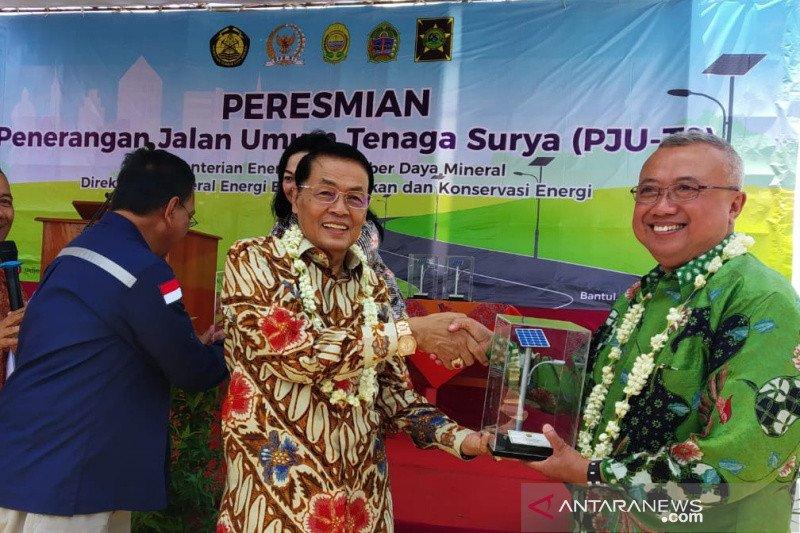 Kementerian ESDM memasang lampu tenaga surya 600 titik di DIY