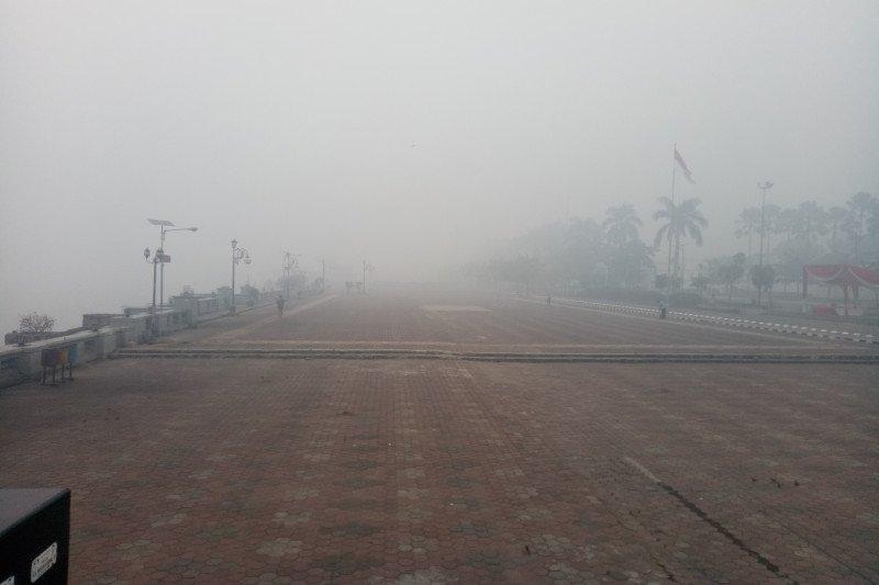 Kabut asap di Palembang Senin pagi paling ekstrim