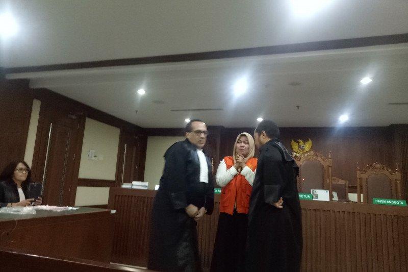 """Wanita perekam video """"Penggal Jokowi"""" divonis bebas, Ina Yuniarti langsung sujud syukur"""