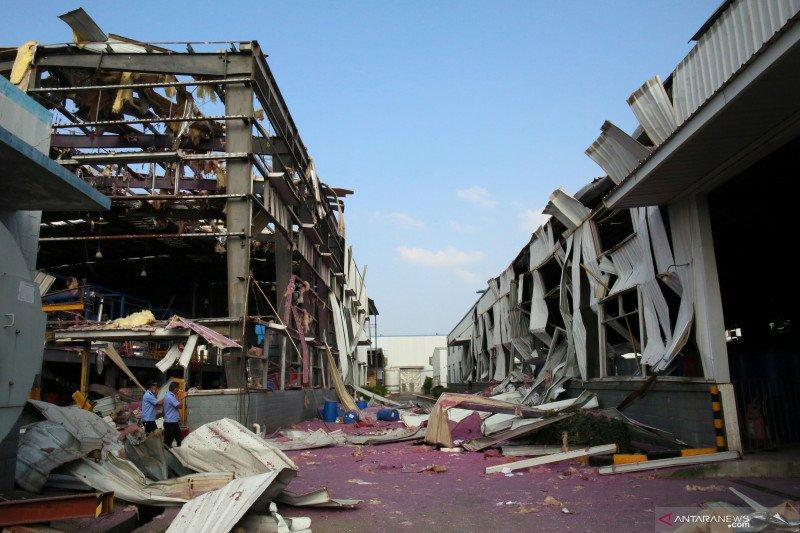Ledakan pabrik kimia, empat hilang dan lima luka-luka