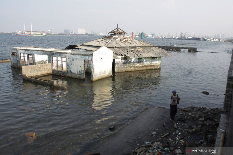 Permukaan air laut Jakarta Utara kini 1,5 meter di atas tanah