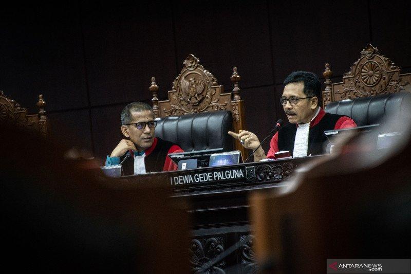 Saldi Isra: Masa jabatan hakim MK dan MA beda, pemerintah diminta jelaskan