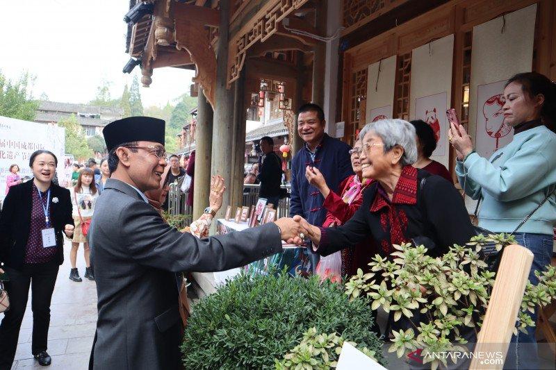 Ratusan warga Pengzhou tumpah ruah sambut kota kembar dengan Mataram