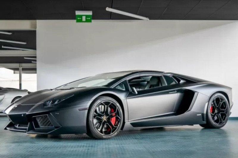 Benarkah Lamborghini Raffi Ahmad terbakar?