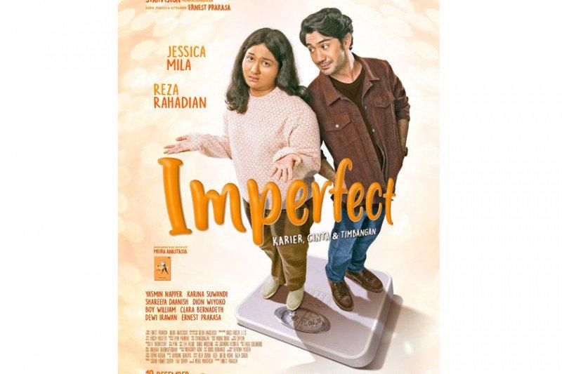 "Film ""Imperfect"" rilis poster  bermetafora timbangan"