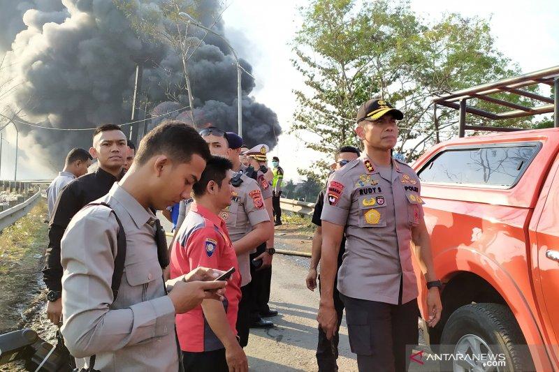 Polisi duga penyebab kebakaran akibat alat berat yang menancap pipa minyak
