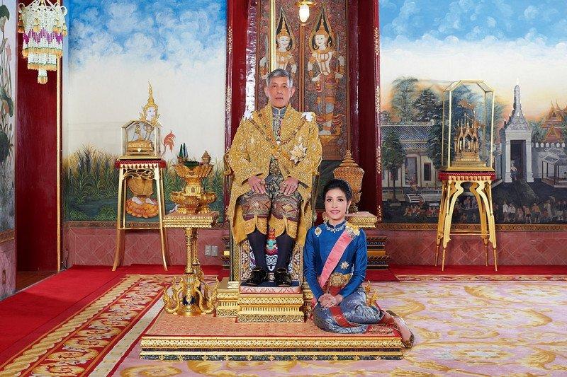 "Raja Thailand mencopot gelar selirnya karena ""tidak setia"""