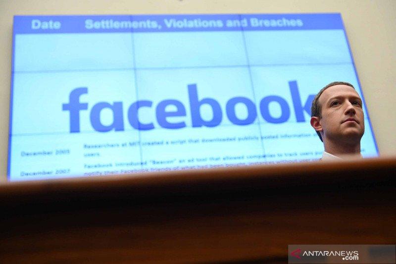 Akun Facebook dan Instagram Donald Trump diblokir