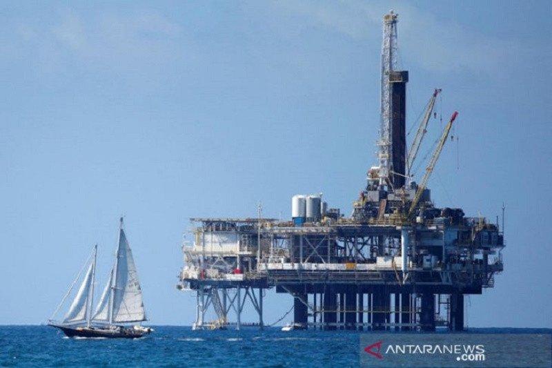 Harga minyak melonjak dipicu penurunan stok AS, OPEC batasi produksi