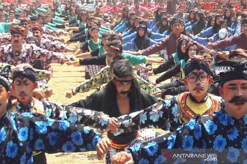 12.276 orang menari soreng masuk rekor Muri