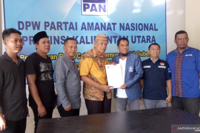 Udin Hiangio kembalikan formulir pendaftaran ke PAN