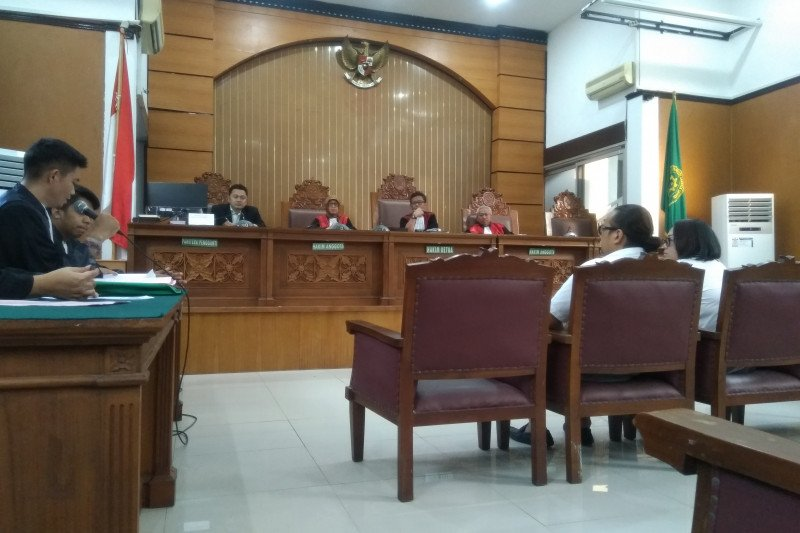 Persidangan Nunung dan suami diwarnai gelak tawa