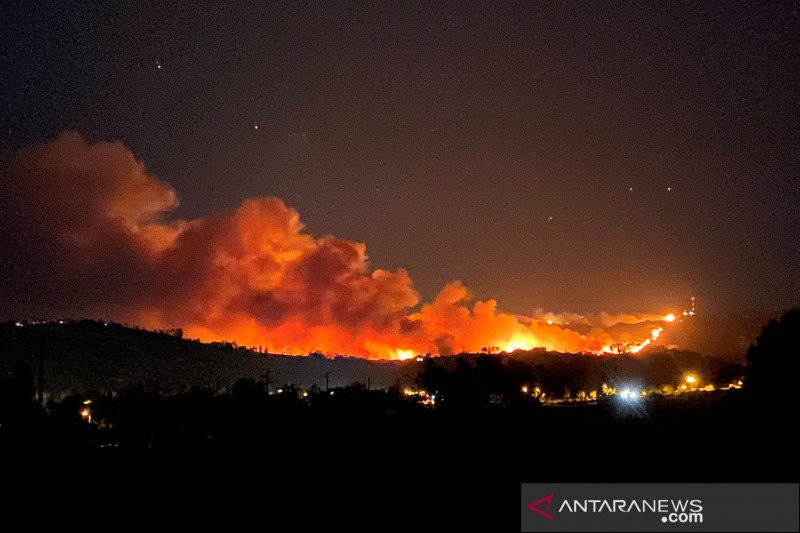"8.000 orang dievakuasi akibat ""Apple Fire"" di California"