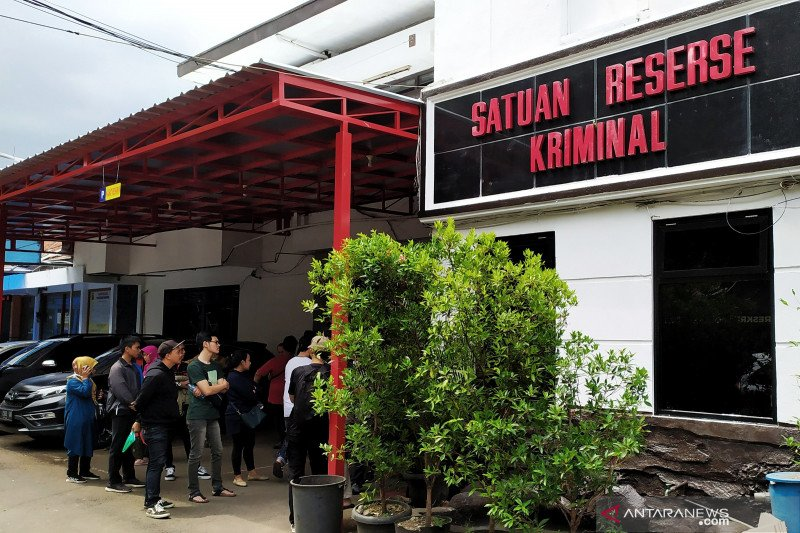 Polrestabes Bandung Amankan Tujuh Staf Akumobil Terkait Penipuan