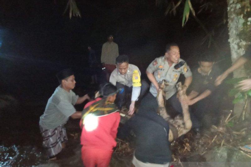 Dua mahasiswa  ditemukan tewas di pemandian air terjun