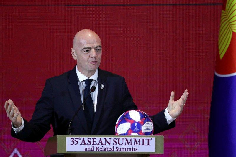 Presiden FIFA mendukung aksi pemain Bundesliga untuk Floyd