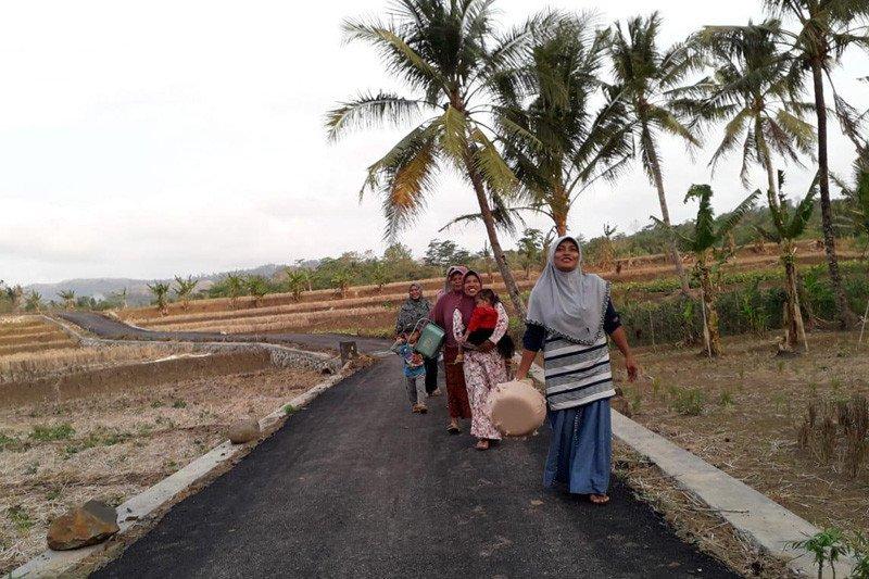 Kemendes PDTT: Pembangunan jalan bisa angkat desa tertinggal