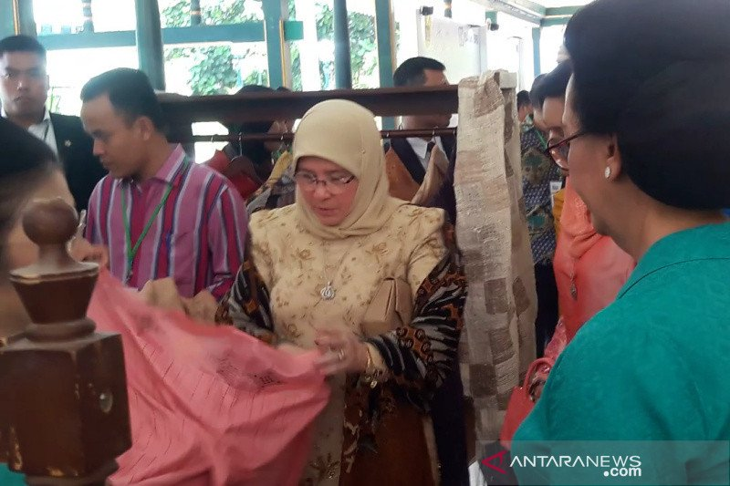 Permaisuri Raja Malaysia kunjungi pameran kain tradisional di Yogyakarta