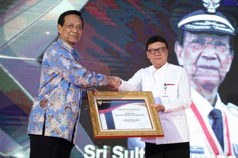 Sultan HB X terima penghargaan Kemenpan-RB