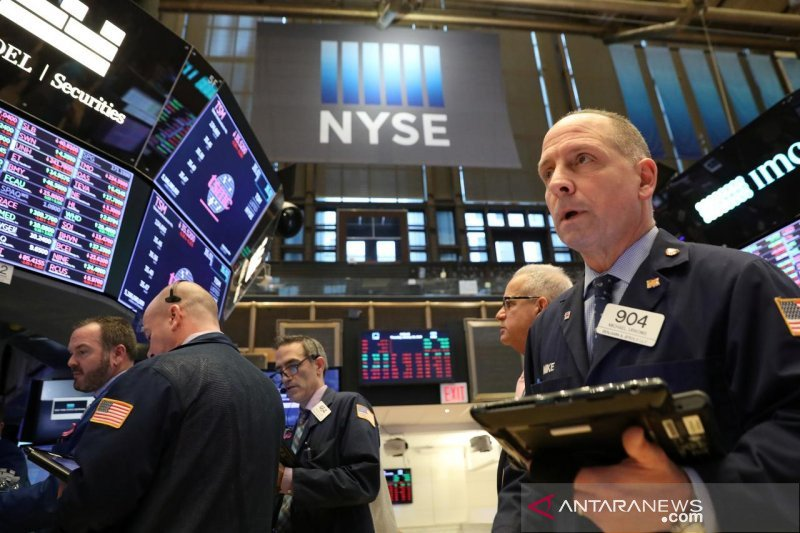 Saham-saham Wall Street menguat, Dow melonjak lebih dari 1.300 poin