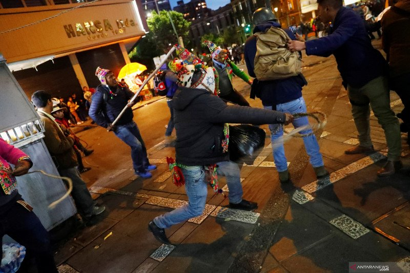 Tokoh penentang tiba di Bolivia untuk melengserkan Presiden Morales