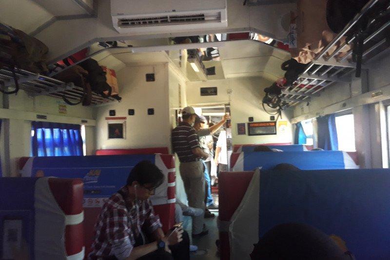 Penumpang KA Rajabasa keluhkan kenyamanan kereta