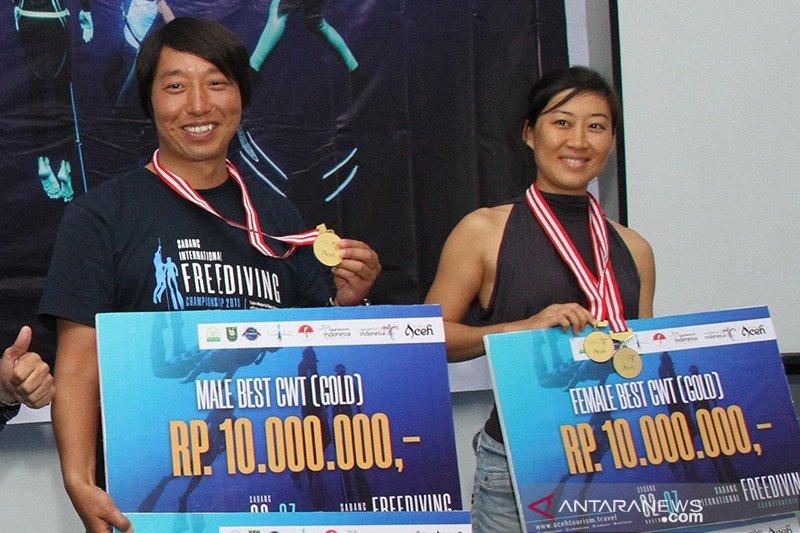 Atlet asal China raih  juara umum freediving internasional Sabang 2019