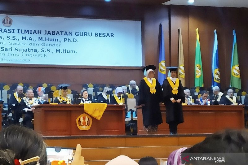 Universitas Padjajaran kukuhkan dua guru besar bidang Sastra dan Linguistik