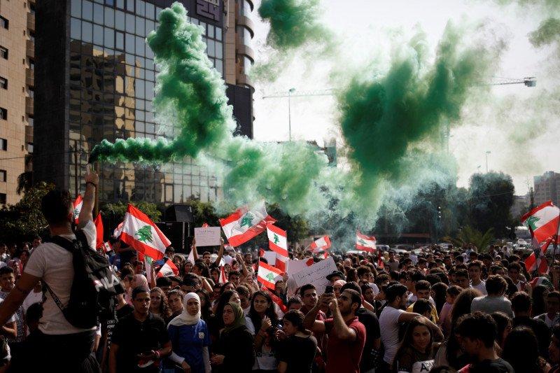 Pascaledakan dahsyat di Beirut, satu polisi tewas dan 142 orang terluka dalam aksi protes