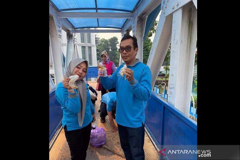 Parah! lem fox banyak ditemukan di JPO Jalan Tumenggung Surapati