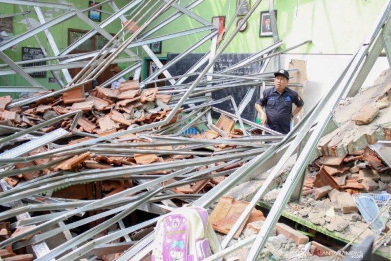 Polisi sebut insiden atap kelas ambruk karena lalai