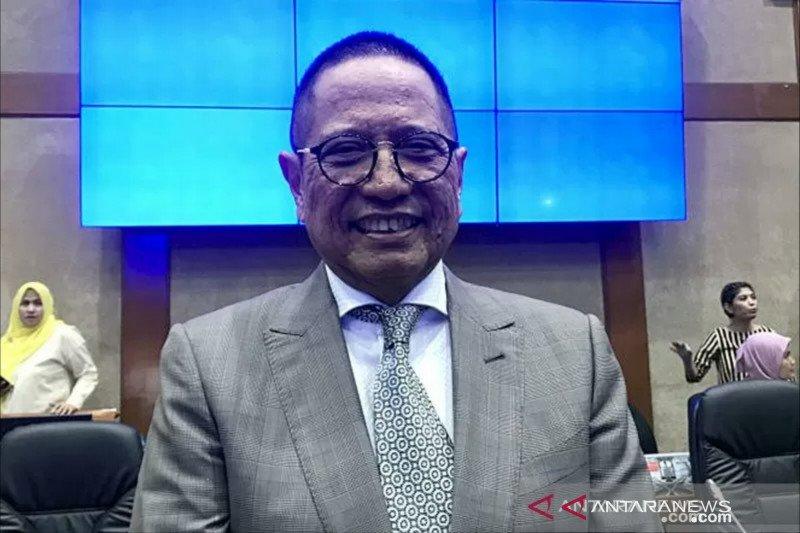 """Ketua Komisi XI DPR buka opsi """"kocok ulang"""" kepemimpinan di BI dan OJK"""