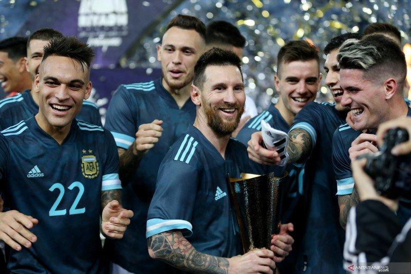 Pelatih timnas Brazil klaim disuruh tutup  mulut oleh Messi