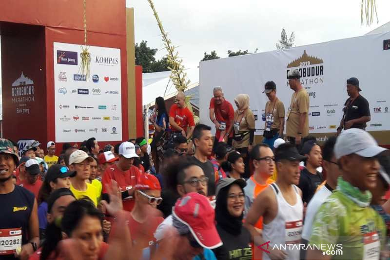 Ganjar dan istri ikuti lari 10K Borobudur Marathon 2019