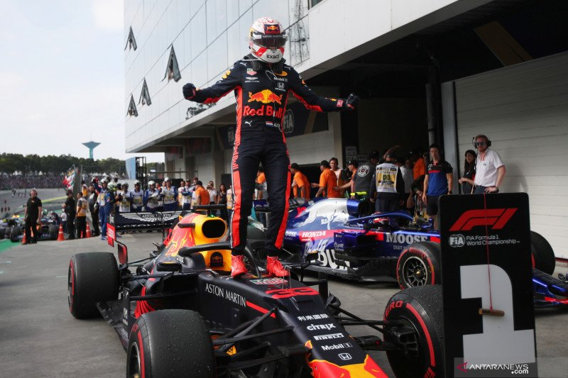 Pebalap tim Red Bull Max Verstappen juarai GP Brazil